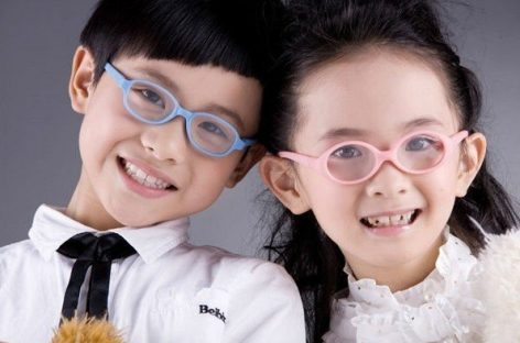 Useful Tips for Parents on Buying Prescription Kids Eyeglasses Online