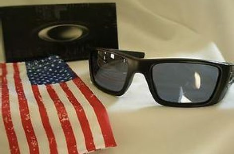 Ray Ban VS Oakley – Both Popular