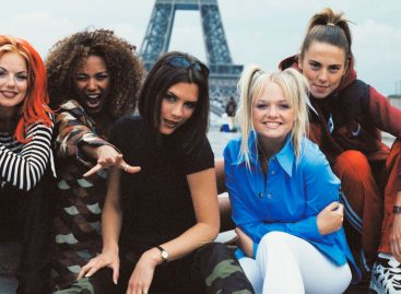 Fashion Month is coming up :How The Spice Girls (Probably) Get Ready To Go Out